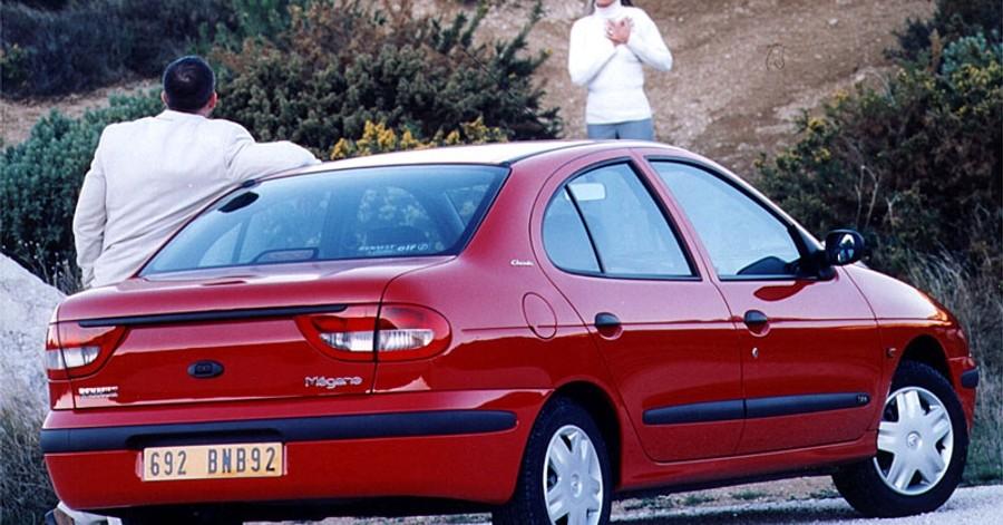 Renault megane sed n 2000 2003 opiniones datos t cnicos for Interieur renault megane 2000