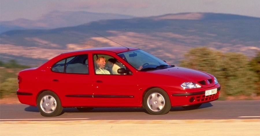 Renault Megane 2000 foto attēls