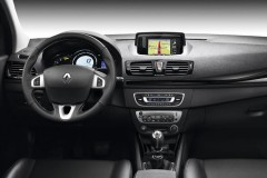 Renault Megane estate car photo image 9