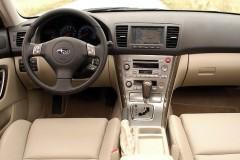 Subaru Legacy estate car photo image 2