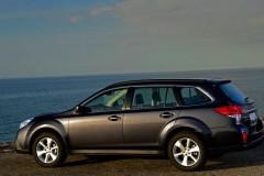 Subaru Outback estate car photo image 21