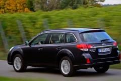 Subaru Outback estate car photo image 16