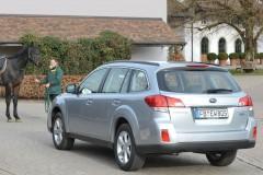 Subaru Outback estate car photo image 12