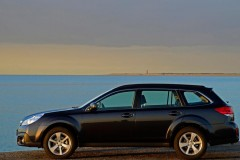 Subaru Outback estate car photo image 14