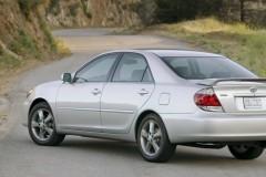 Toyota Camry sedana foto attēls 2
