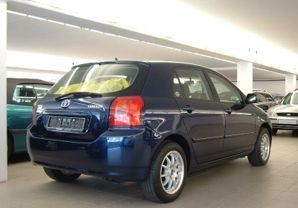 Toyota Corolla Hatchback 2002 - 2004 reviews, technical data, prices