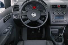 Volkswagen Touran minivena foto attēls 1