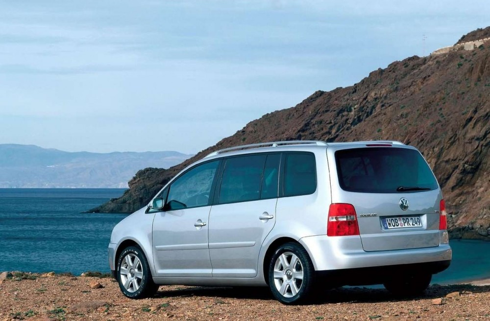 volkswagen touran minivan mpv 2003 2006 reviews technical data prices. Black Bedroom Furniture Sets. Home Design Ideas