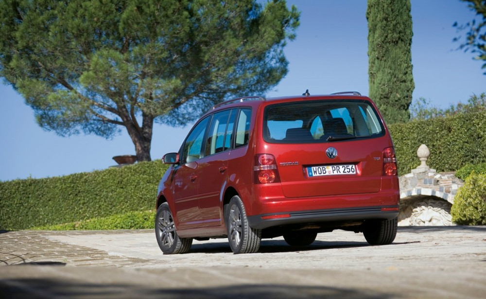 volkswagen touran minivan mpv 2006 2010 reviews technical data prices. Black Bedroom Furniture Sets. Home Design Ideas