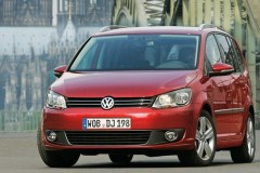 Volkswagen Touran minivena foto attēls 8
