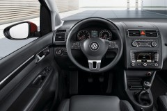 Volkswagen Touran minivena foto attēls 6
