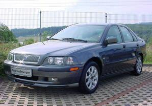 Volvo S40 Sedan 2000 - 2002 reviews, technical data, prices