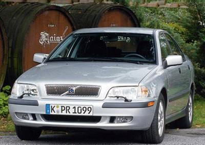 Volvo S40 Sedan 2002 - 2004 reviews, technical data, prices