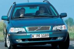 Volvo V40 estate car photo image 1