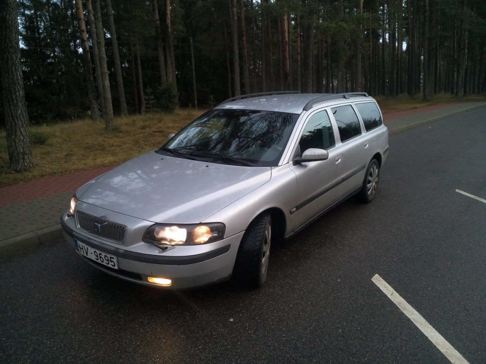 Volvo V70 Estate car / wagon 2000 - 2004 reviews, technical data, prices