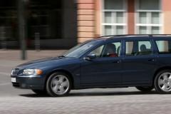 Zila Volvo V70 universāla no sāniem