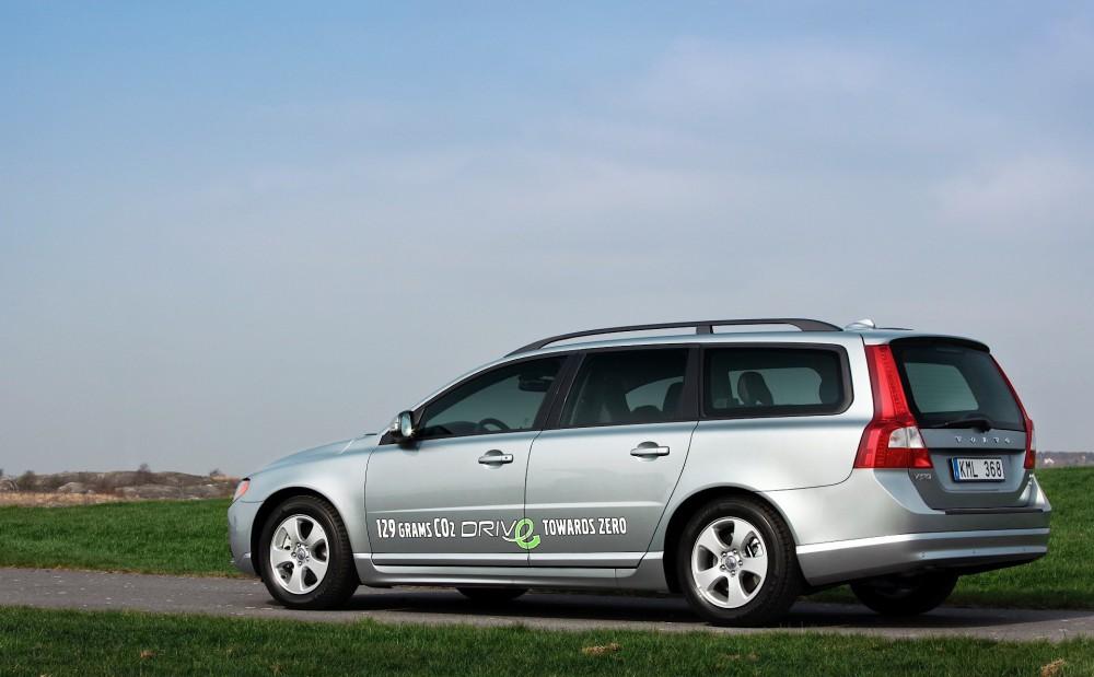 Volvo V70 Estate car / wagon 2007 - 2011 reviews, technical data, prices