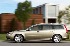 Volvo V70 universāla no sāniem