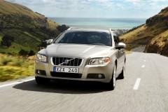 Brūna Volvo V70 universāla priekšpuse